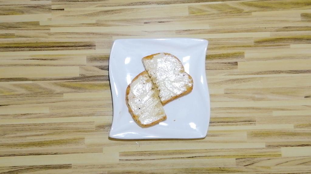 prepare the the bread slices for keto breakfast sandwich